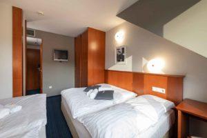 hotel-spica-lasko-dvoposteljna soba z dodatnim ležiščem
